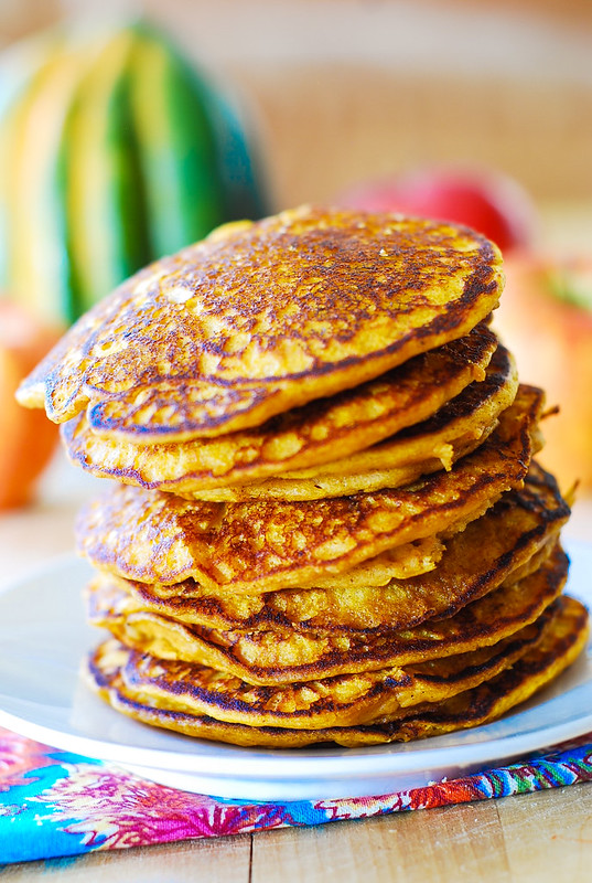 Easy pumpkin pancakes recipe, Thanksgiving breakfast recipes, how to make pumpkin pancakes, pumpkin recipes, Thanksgiving recipes, healthy pancakes