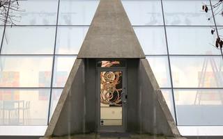 Enticing entrance