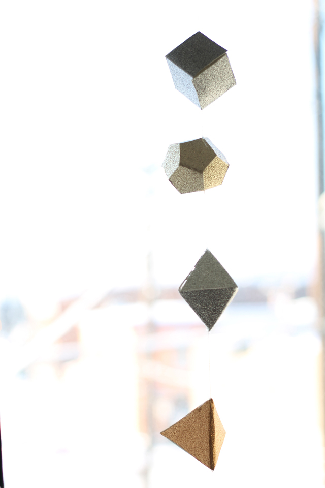 Christmas DIY: (Leif-inspired) glittery geometric garland