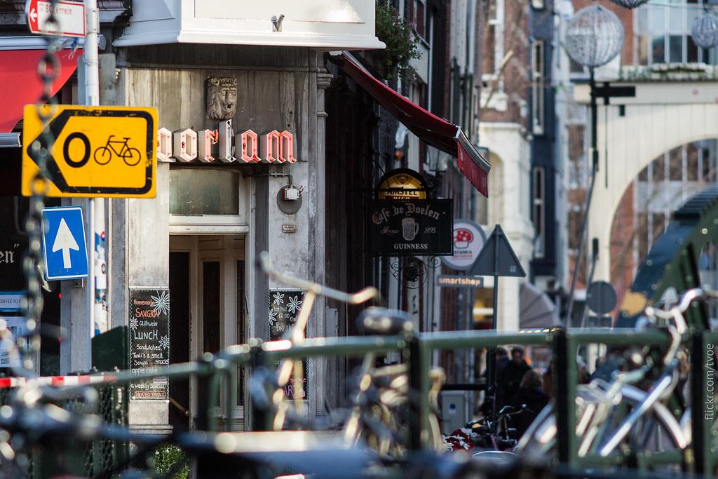 Мост и улица в Амстердаме