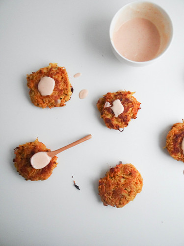 winter root veggie fritters // spicy vegan aioli
