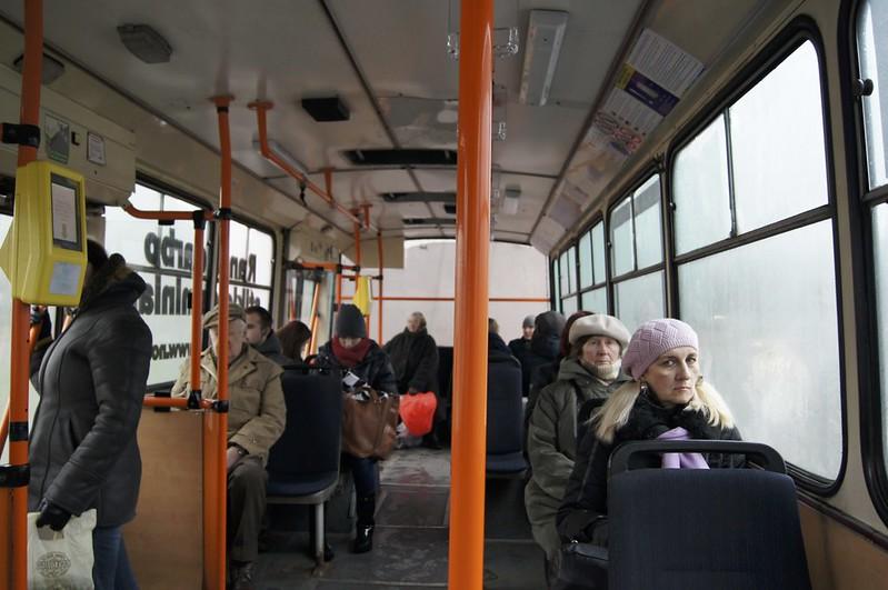 Троллейбус ездит достаточно
