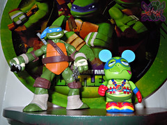 "Vinylmation ZOOPER HEROES :: 'ZIPPY THE ROCKET TURTLE' - DISNEY VINYL 3"" viii // .. with Nick TMNT Leo '12  ((  2013 ))"