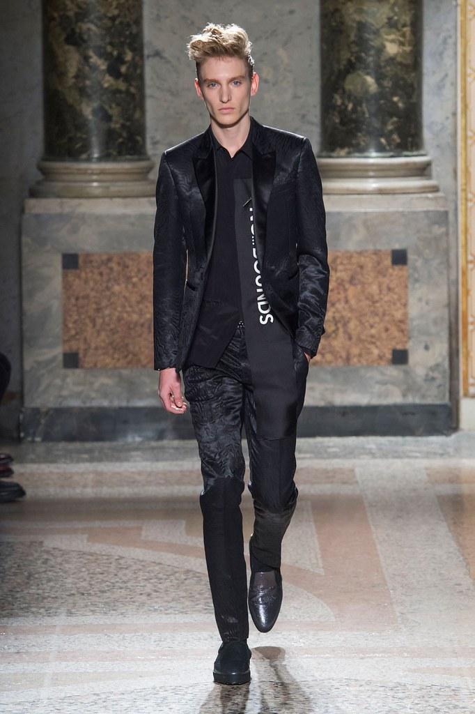 Jeroen Smits3195_FW15 Milan Roberto Cavalli(fashionising.com)