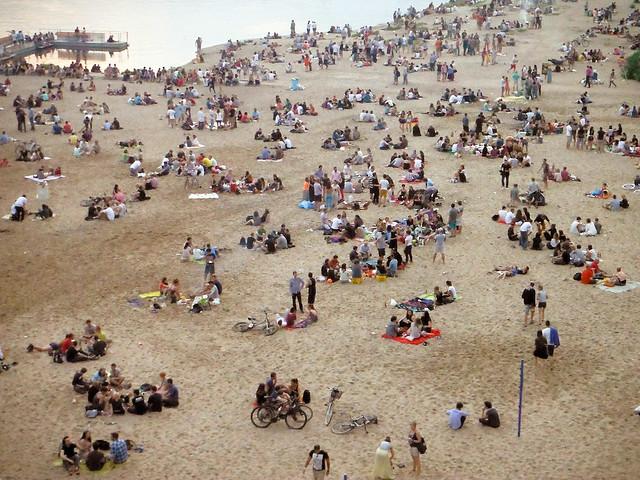 Une des plages de Varsovie avec un peu de monde.