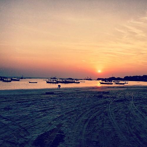 Tarkarli sunset #sunset #tarkarli #beach #boat #india #konkan #sun #malvan