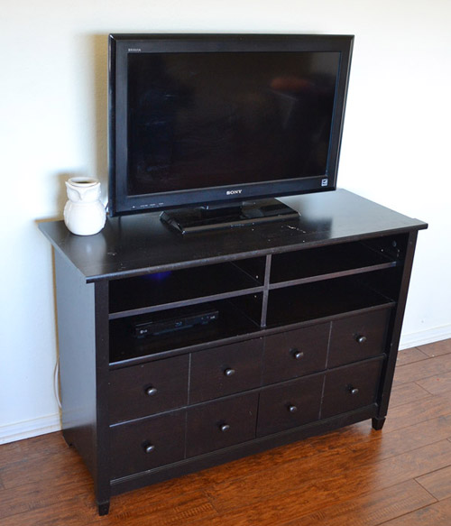 001-tv-stand-makeover-dreamalittlebigger