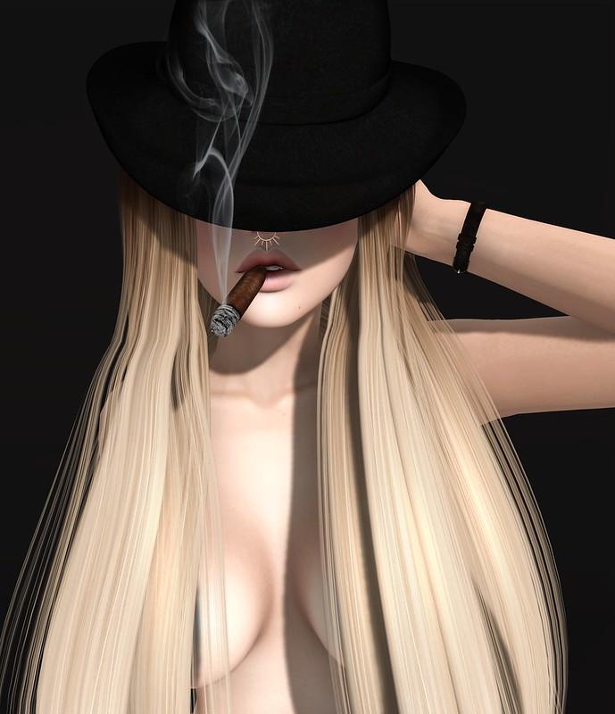 La fille au cigare.