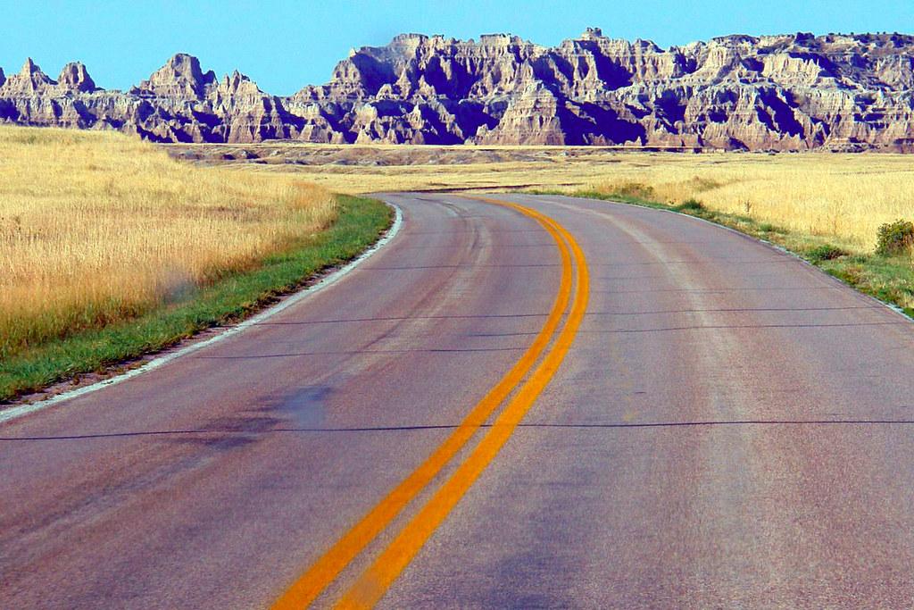 Carretera para llegar a Badlands Parque Nacional Badlands, devastadora erosión - 16502471331 b590c0b19d b - Parque Nacional Badlands, devastadora erosión