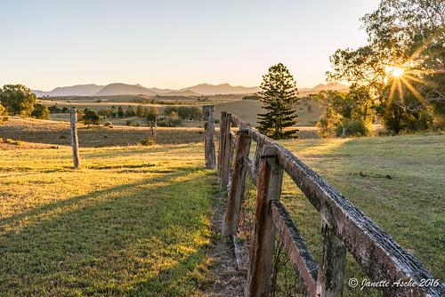 trees winter sunset sun rural fence landscape evening shadows australia qld queensland sunburst sunstar 2016 mainrange scenicrim jacksplace seqld mainrangenp sonya7r dpsriverunpreset