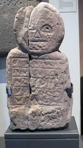 I-II Estela antropomorfa de Aro, Corvera. Caliza
