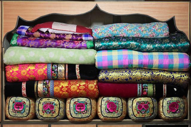 Lovely display of Uyghur style bedding, suburb of Kumul (Hami) ハミ近郊、ウイグル民家のかわいい寝具