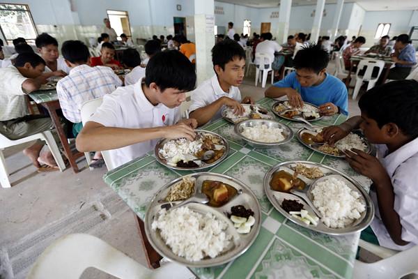 (3)MYANMAR-YANGON-EDUCACION-DISCAPACIDAD