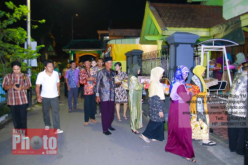 Lihat Fotografer Surabaya Prewedding Dokumentasi Wedding: Jasa Fotografer Lamaran