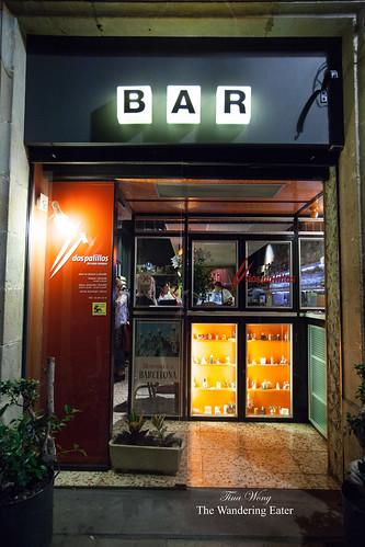 Entrance to Dos Palillos