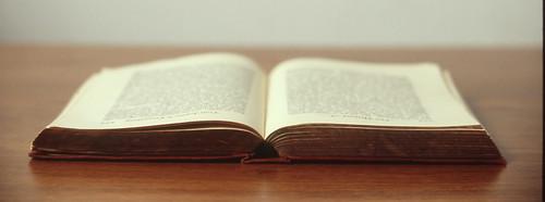 Libro Sobre la Mesa