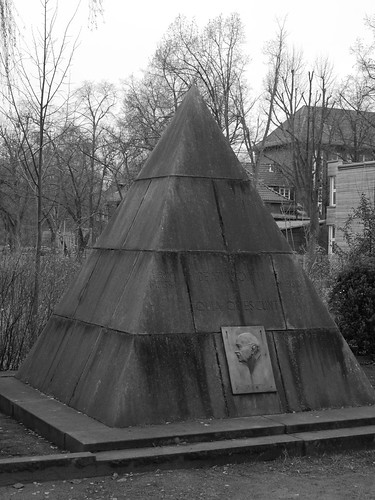 Das Pyramiden-Grabmal des Ägyptologen Bruno Meissner in Zeuthen