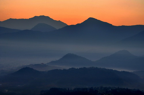 Layers of mountains.層層山巒