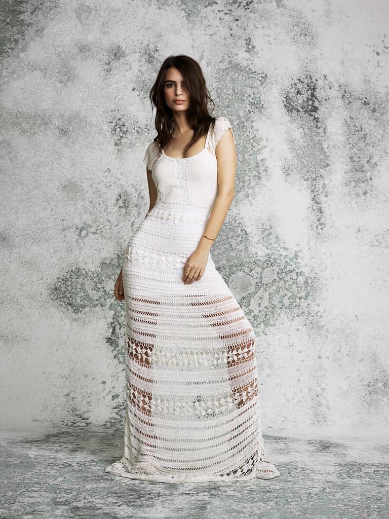 emily-ratajkowski-for-revolve-clothing-new-basics-lookbook-20