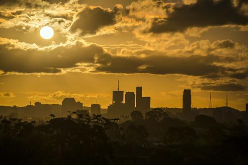city sunset sun sunshine weather clouds lowlight brisbane sunsetsandsunrisesgold cloudsstormssunsetssunrises