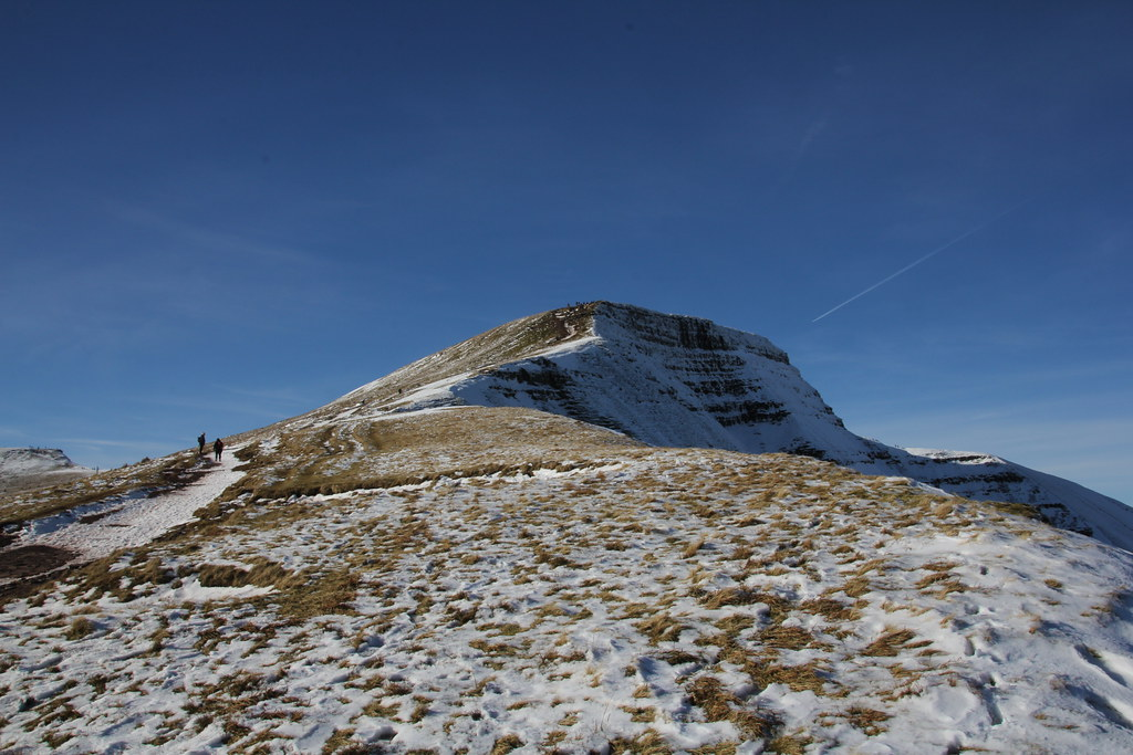 brecon beacons, black mountains, cribyn, pen y fan, corn du, bryn teg, craig cwm sere, cefn cwm llwch