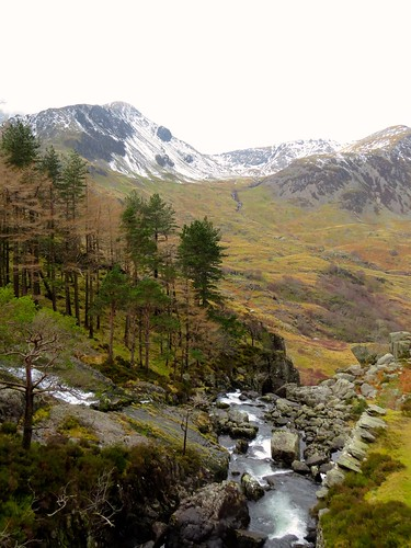 537 Y Garn from Rhaeadr Ogwen