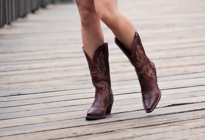 https://cuteandlittle.com | petite fashion blog | ariat heritage western x-toe cowboy boots vintage caramel