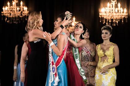 Бразилійка силою забрала корону в суперниці на конкурсі краси