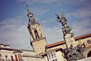 http://hojeconhecemos.blogspot.com.es/2015/02/plaza-de-la-virgen-blanca-vitoria.html