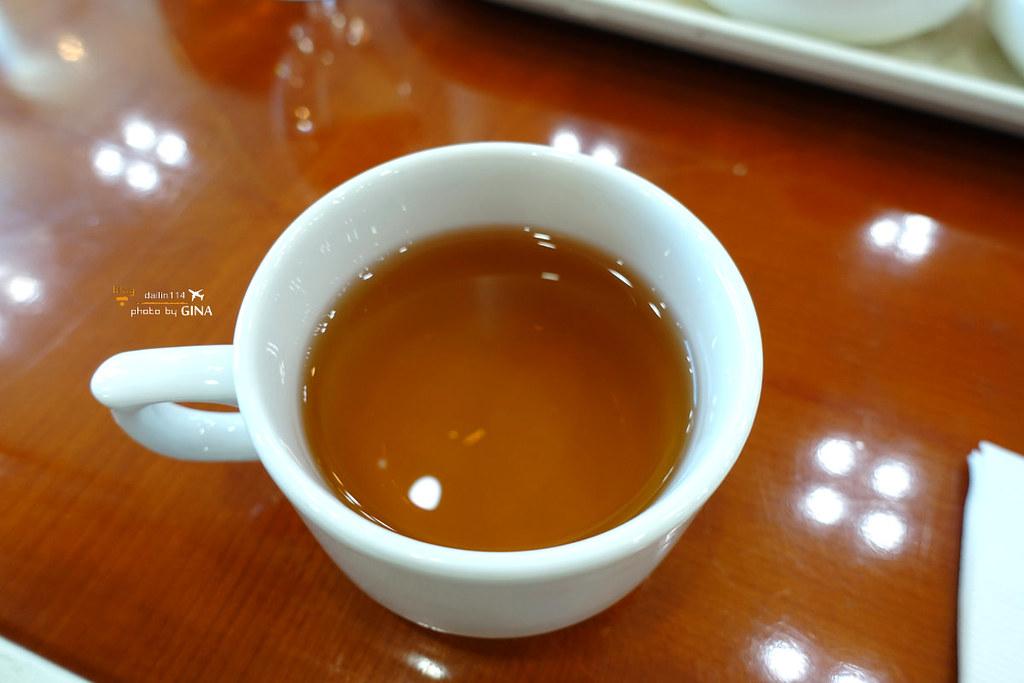 【西歸浦中文觀光區】濟州觀光公社免稅店|DUTY FREE|鮑魚生牛肉石鍋拌飯 + 名產販售區(巧克力、橘子乾) @GINA LIN