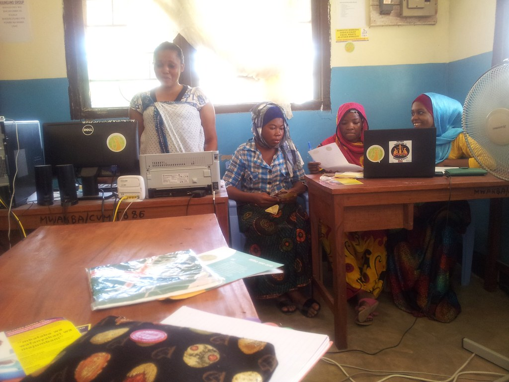2016-5-17 Tanzania: CHODAWU official meeting with domestic workers' leaders