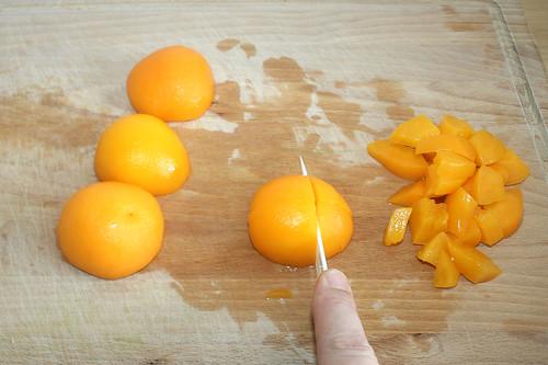 17 - Pfirsiche zerschneiden / Cut peaches