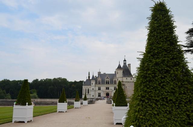 Chateau de Chenonceau front path