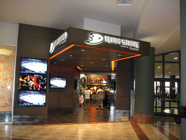 EARN points. At the beginning of each season, Orange Alliance Members receive CORE points and will have the ability to earn points throughout the season using a DEDICATION Card. Team Store: Make a purchase at the Anaheim Ducks Team Store at Honda Center at any time and receive points approximately equivalent to the amount of dollars spent.