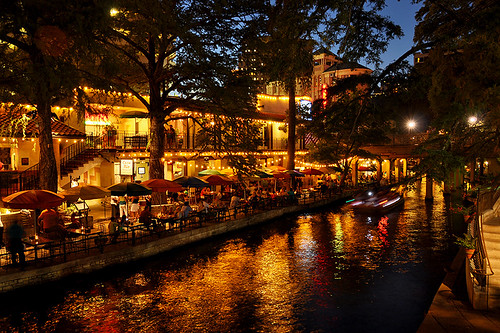 travel restaurants riverwalk landscape urbanlandscape urbanjungle city citytrip architecture sanantoniotx texas northamerica usa night sanantonio outdoor restaurant casario diner bar