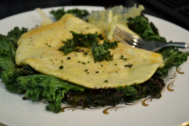 omlette with kale chips