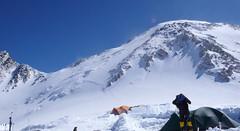 Droga z High Camp (5600m) na przełęcz Denali Pass