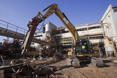 Dismantling work continues at the old Moyresa-Bunge facilities