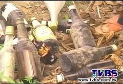 廢棄玻璃瓶流入田間 ,照片擷取自TVBS畫面