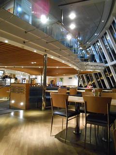 La cafétéria à l'intérieur du ferry DFDS