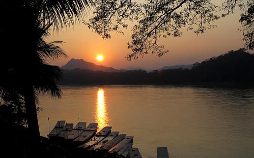 sunset sun river landscape evening scenery dusk laos riverbank mekong luangprabang mekongriver louangphrabang louangphabang mekongcruise peterch51 mekongscenery mekonglandscape