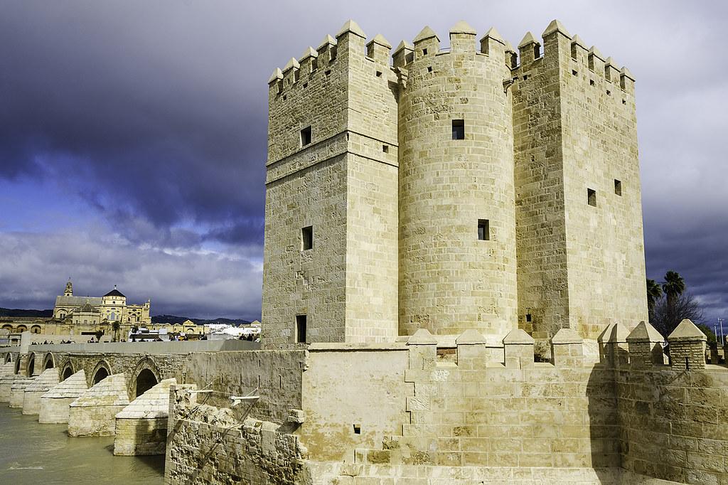 Башня Калаорра в Кордове (Torre de la Calahorra)