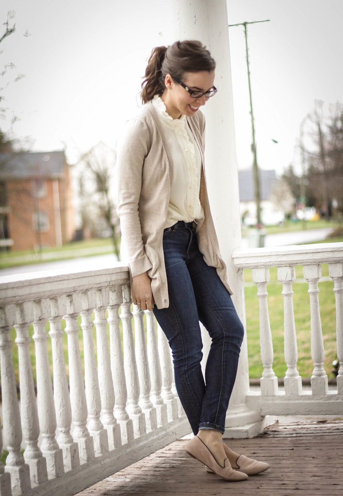 va darling. dc blogger. virginia personal style blogger. blogger. fashion blogger style blogger. joes jeans. long cardigan. silk cream top. nude jcrew flats. 1