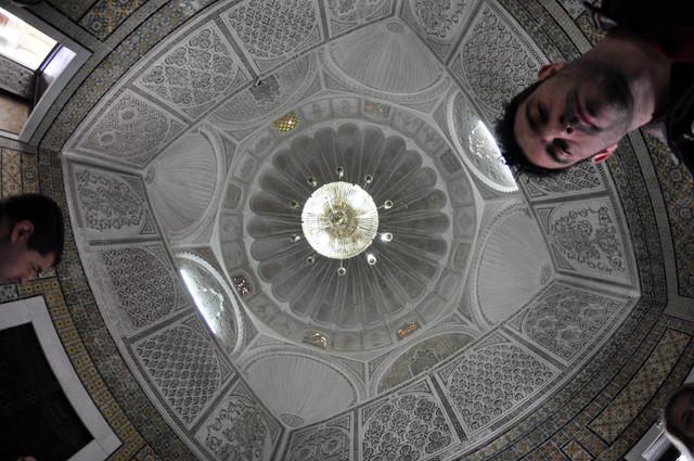 Techos moriscos muy detallados del Mauseleo del Barbero de Kairouan Kairouan, la cuarta ciudad más santa de la fe musulmana - 14105350346 452afd2c64 z - Kairouan, la cuarta ciudad más santa de la fe musulmana