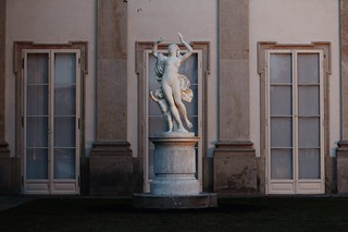 Warsaw's Royal Baths Park, sculpture in front of Palace on the Isle (Poland)