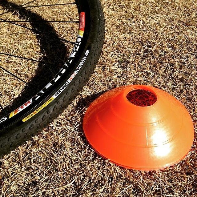 タイヤ嵌めるのに手間取って出遅れた。 #irc #tubeless #cxjp #cyclocross