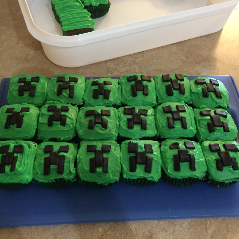 creeper cupcakes