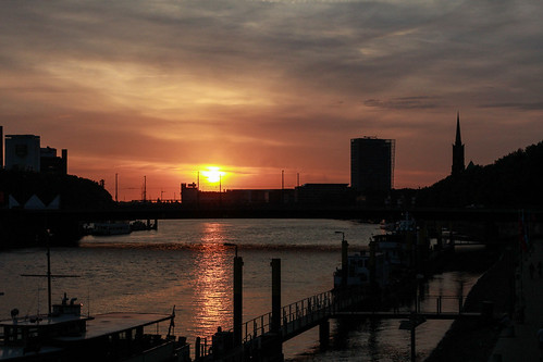 city sunset red sky sun river germany deutschland cityscape bremen weser
