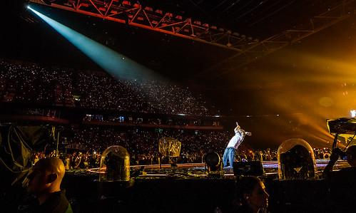 Coldplay Amsterdam ArenA mashup foto - Chris Martin in de spotlight