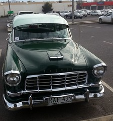 Sweet old Holden at the Woolies car park